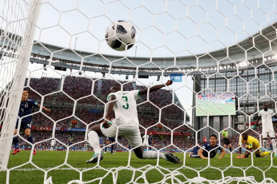O japonês Keisuke Honda marca o segundo gol do time para igualar o placar na Arena Ecaterimburgo - 24/06/2018