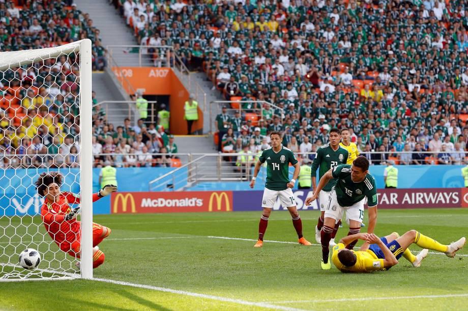 Marcus Berg perde chance de marcar primeiro gol da Suécia em partida contra o México na Arena Ekaterinburg - 27/06/2018