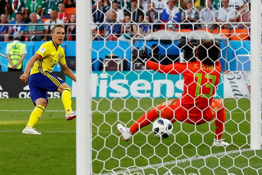 Ludwig Augustinsson marca primeiro gol da Suécia durante partida contra o México na Arena Ecaterimburgo - 27/06/2018