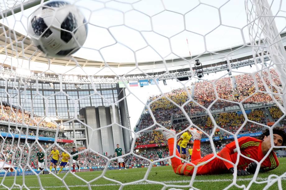 Andreas Granqvist da Suécia marca segundo gol da partida contra o México - 27/06/2018