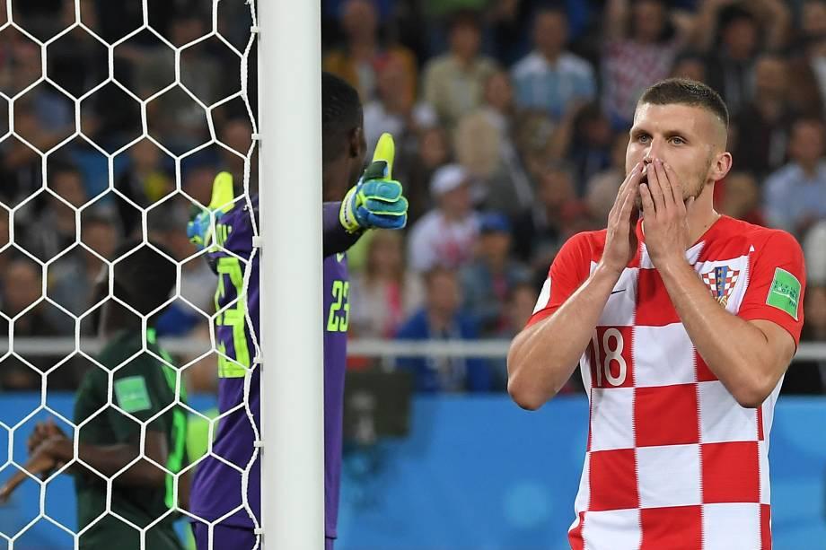 O atacante croata Ante Rebic lamenta após uma chance perdida de marcar um gol na partida contra a Nigéria, válida pelo Grupo D da Copa do Mundo Rússia 2018