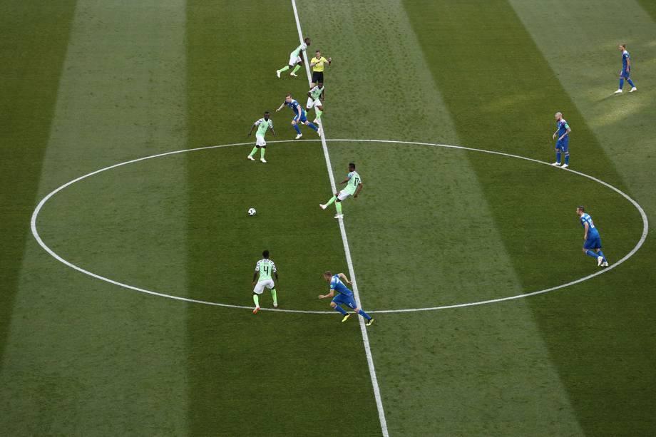 É dado o pontapé inicial do confronto entre Nigéria e Islândia, pelo grupo D,na Arena Volgograd - 22/06/2018