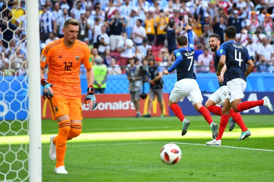 Antoine Griezmann da França comemora o primeiro gol com da França nas oitavas de final da Copa do Mundo contra a Argentina, em Kazan - 30/06/2018