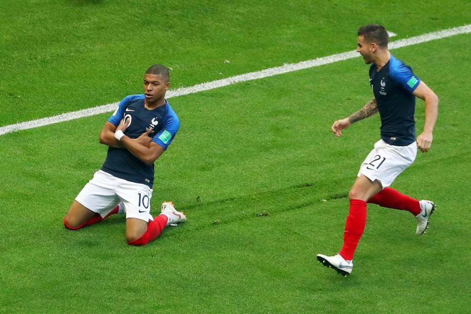 O atacante Kylian Mbappé comemora o terceiro gol da França na partida contra a Argentina, válida pelas oitavas de final da Copa do Mundo, em Kazan - 30/06/2018