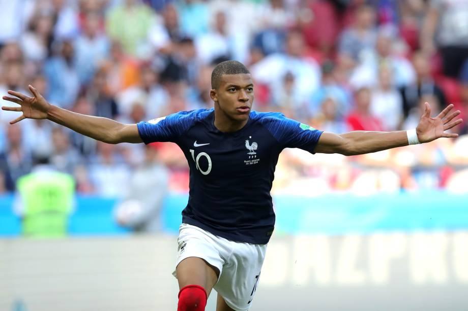 O atacante Kylian Mbappé comemora o quarto gol da França na partida contra a Argentina, válida pelas oitavas de final da Copa do Mundo, em Kazan - 30/06/2018
