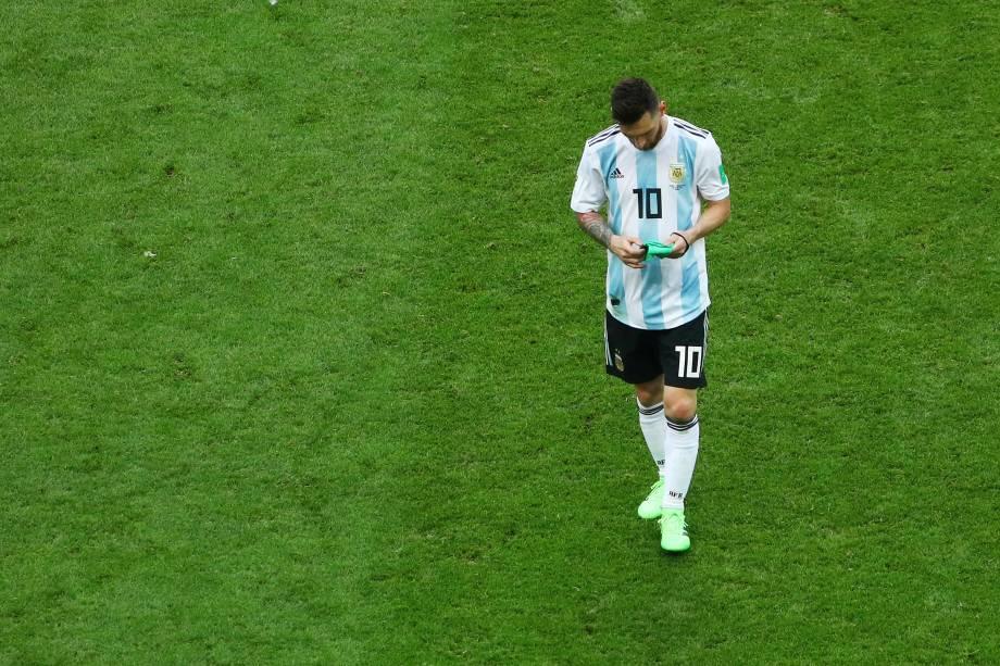 Messi caminha desolado após a derrota para a França, que eliminou os argentinos da Copa do Mundo Rússia - 30/06/2018