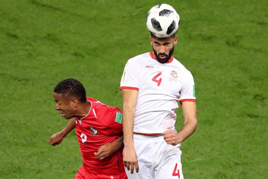 O panamenho Gabriel Torres em ação contra Yassine Meriah da Tunísia em partida válida pela terceira rodada do grupo H, na arena Mordovia em Saransk - 28/06/2018