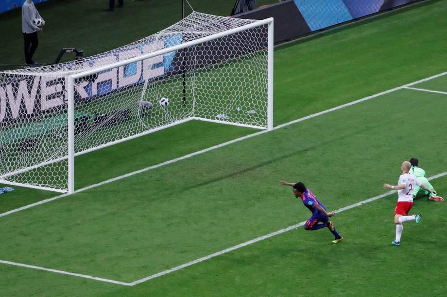 O colombiano, Juan Cuadrado, marca o terceiro gol sobre a Polônia, no confronto do grupo H da Copa do Mundo Rússia - 24/06/2018
