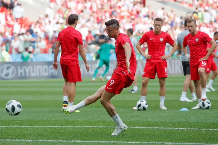 O polonês Robert Lewandowski durante o aquecimento da partida contra Senegal, no estádio Spartak