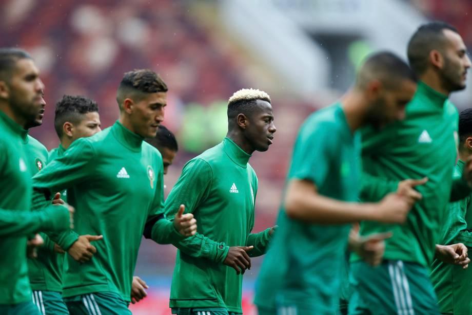 Hamza Mendyl, do Senegal é visto durante o aquecimento da partida contra a Polônia