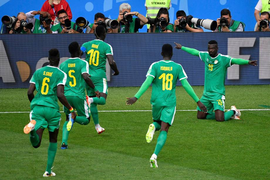 Mbaye Niang comemora o gol marcado contra a Polônia, durante o confronto válido pelo Grupo H
