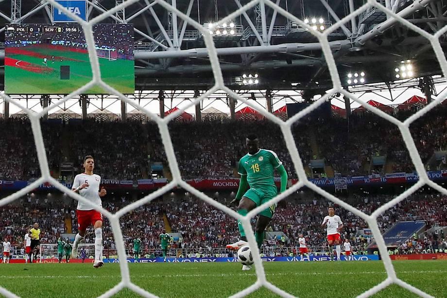 Assim que entrou em campo, MBaye Niang aproveitou uma sobra de bola e marcou para Senegal