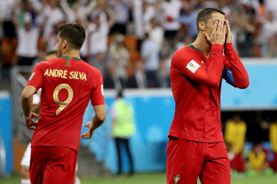 Cristiano Ronaldo lamenta após perder pênalti durante partida entre Portugal e Irã - 25/06/2018
