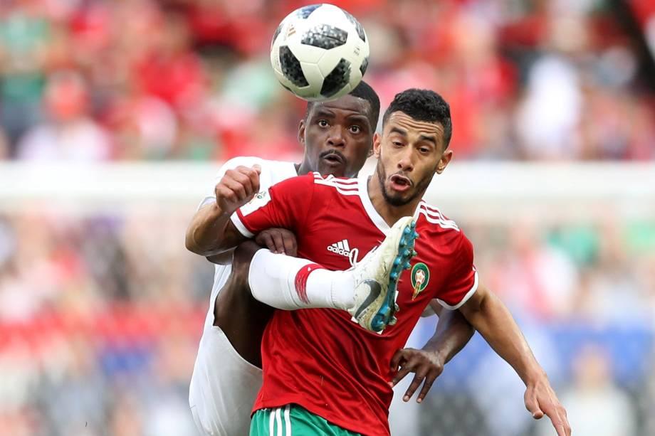 William Carvalho de Portugal disputa jogada com o marroquino Younes Belhanda - 20/06/2018