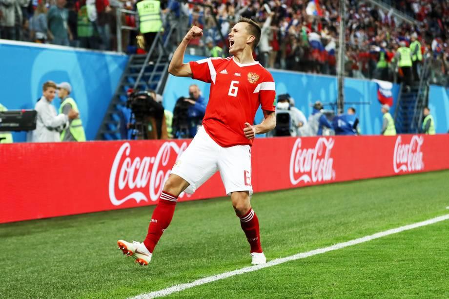Denis Cheryshev comemora após marcar o segundo gol da Rússia, durante partida contra o Egito, válida pelo grupo A da Copa do Mundo  - 19/06/2018