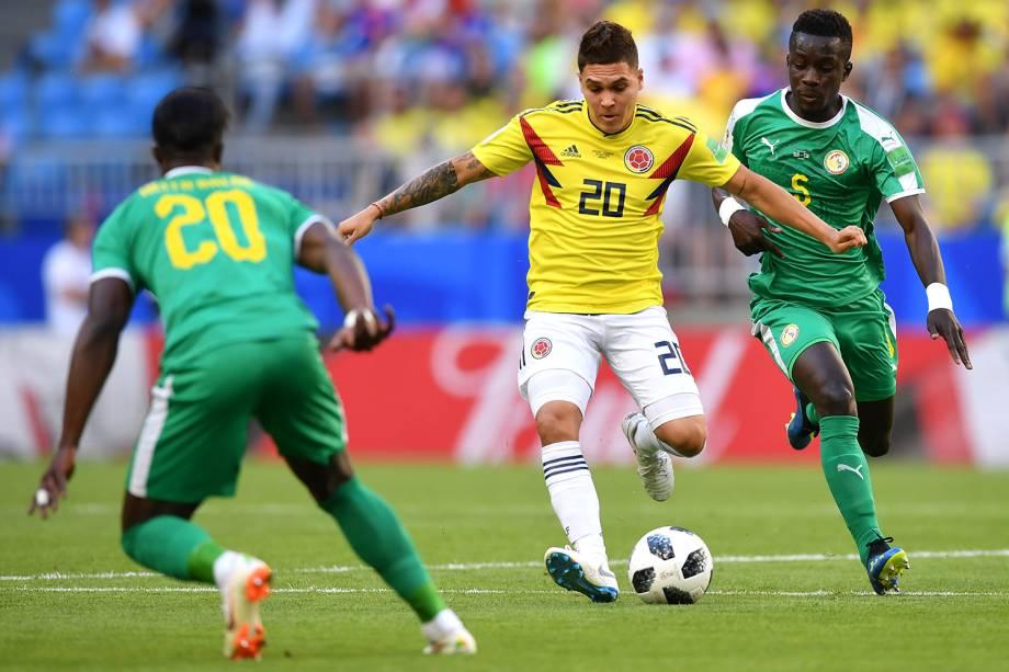 Juan Quintero da Colômbia durante jogada contra Idrissa Gana Gueye do Senegal - 28/06/2018
