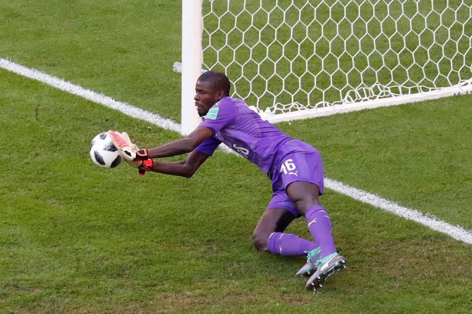 Khadim N'Diaye do Senegal realiza defesa em partida contra a Colômbia - 28/06/2018