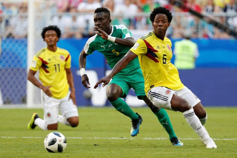 Idrissa Gueye do Senegal durante jogada contra Carlos Sanchez da Colômbia - 28/06/2018