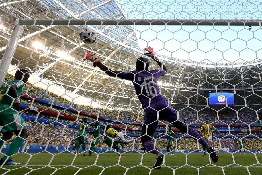 Yerry Mina da Colômbia marca seu primeiro gol na partida contra o Senegal na Arena Samara - 28/06/2018