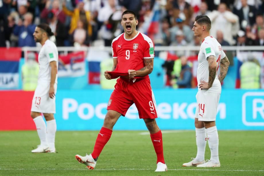 O sérvio Aleksandar Mitrovic comemora gol durante partida válida pela segunda rodada do grupo E, em Kaliningrado - 22/06/2018