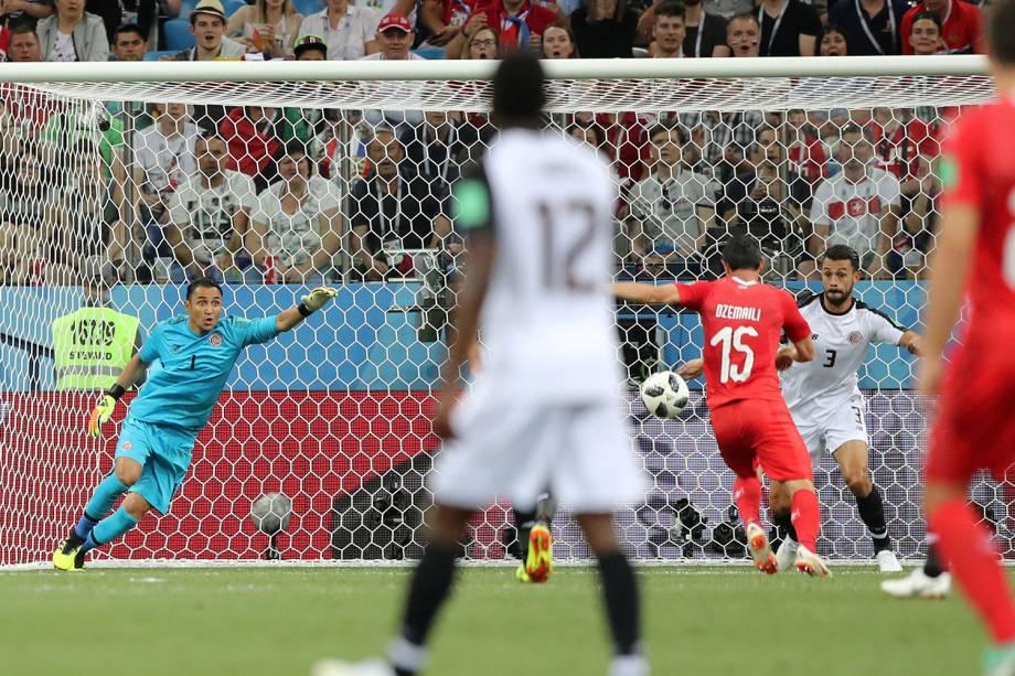 Blerim Dzemaili marca primeiro gol da Suíça em partida contra a Costa Rica - 27/06/2018