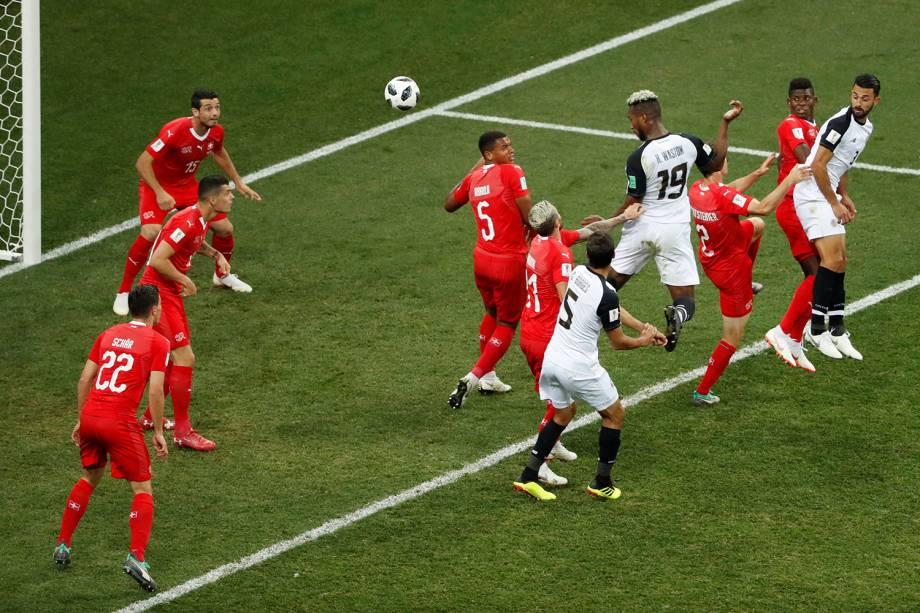 Kendall Waston da Costa Rica marca seu primeiro gol em partida contra Suíça - 27/06/2018