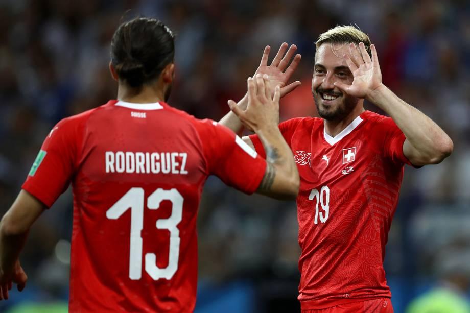 Josip Drmic da Suíça comemora segundo gol na partida contra aCosta Rica com Ricardo Rodriguez - 27/06/2018