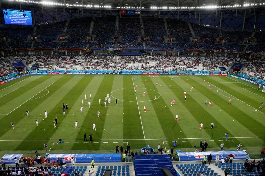 Seleções de Tunísia e Inglaterra fazem aquecimento antes da partida de estreia na arena de Volgogrado - 18/06/2018