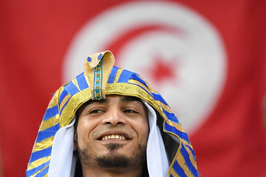Torcedor da tunísia usa fantasia de faraó durante partida contra a Inglaterra, válida pelo grupo G da Copa do Mundo em Volgogrado - 18/06/2018