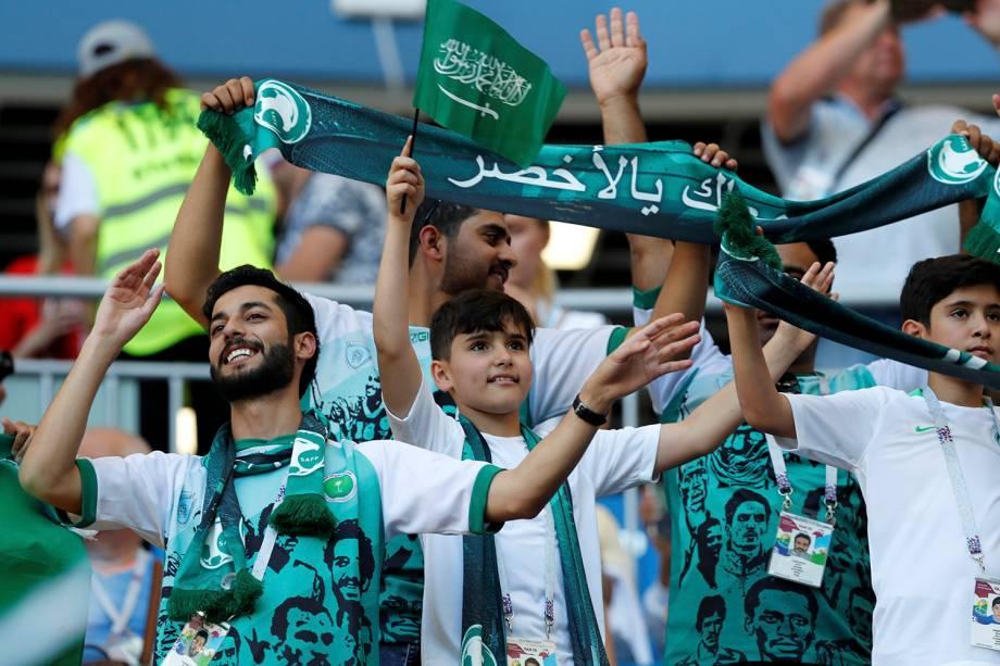 Torcedores da Arábia Saudita aguardam o início da partida contra o Uruguai no estádio Rostov Arena