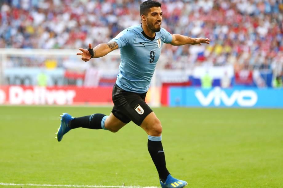 O atacante uruguaio Luís Suárez comemora após marcar de falta na partida contra a Rússia na arena Samara - 25/06/2018