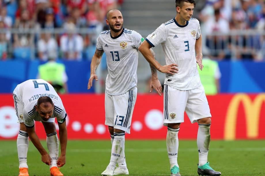 Ilya Kutepov, Fedor Kudriashov e Sergey Ignashevich após derrota da Rússia para o Uruguai na arena Samara - 25/06/2018