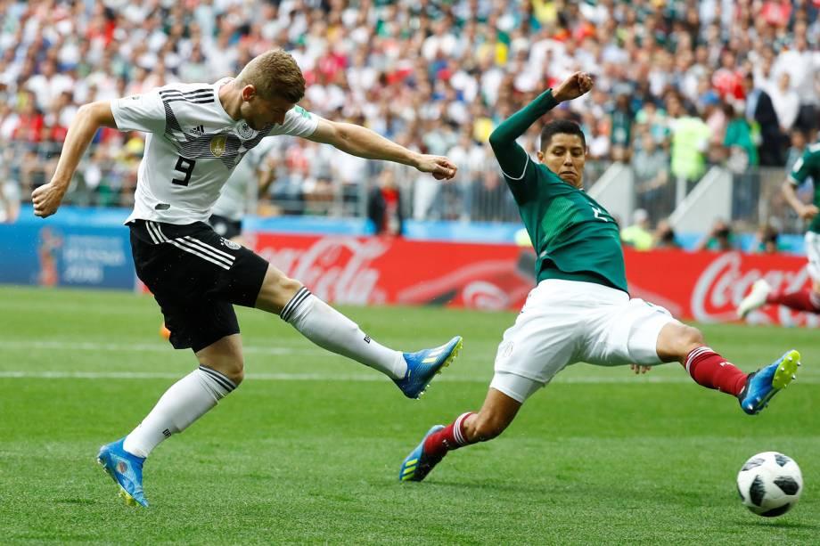 Timo Werner chuta para o gol durante partida contra o México - 17/06/2018
