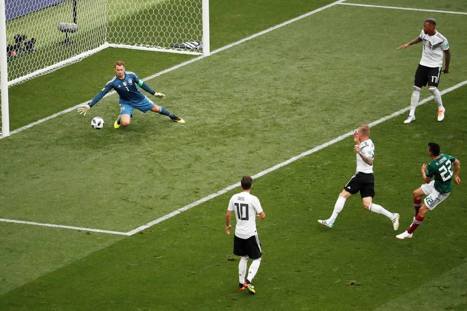 Hirving Lozano do México marca seu primeiro gol durante partida contra a Alemanha - 17/06/2018