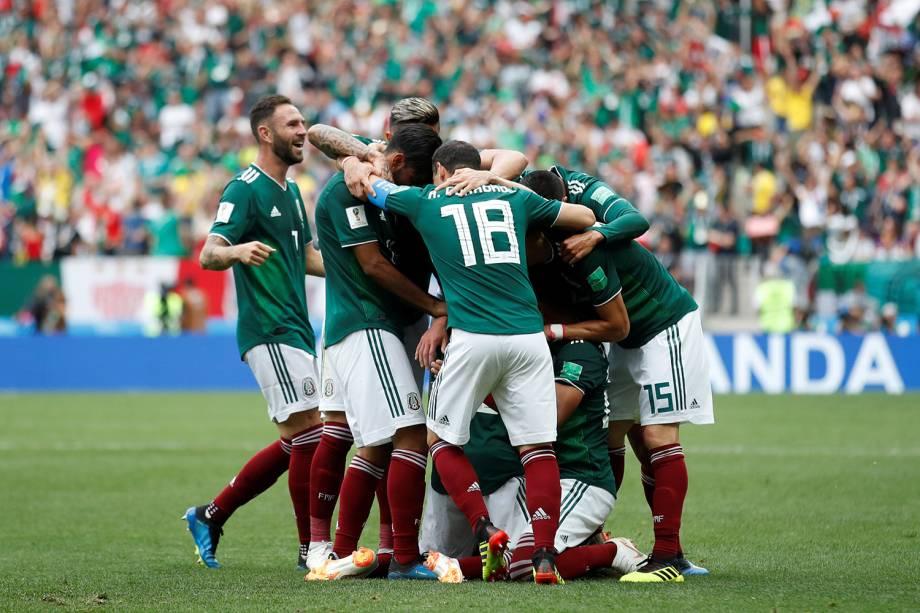 Seleção mexicana comemora primeiro gol em partida contra a Alemanha - 17/06/2018