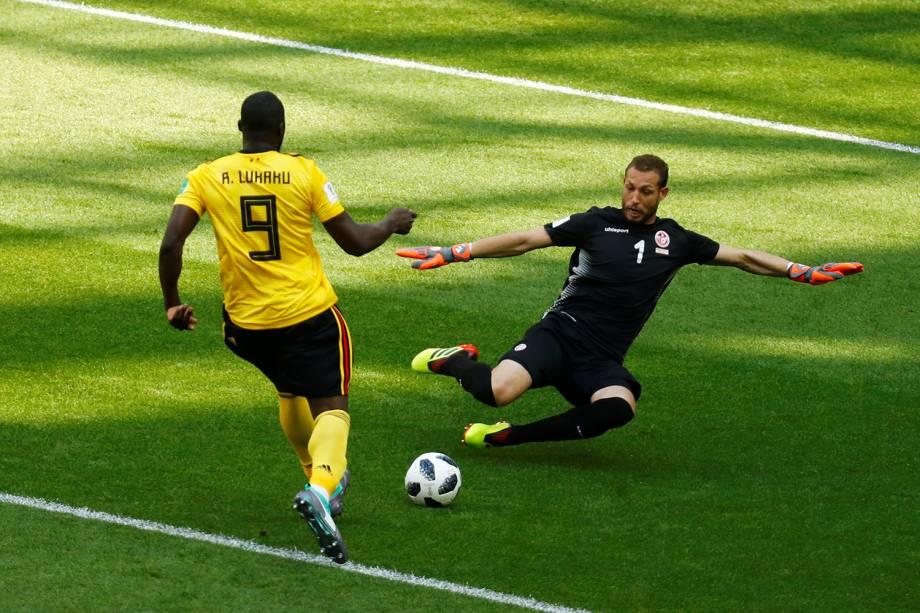 Romelu Lukaku da Bélgica durante jogada contra Farouk Ben Mustapha no Estádio Spartak - 23/06/2018