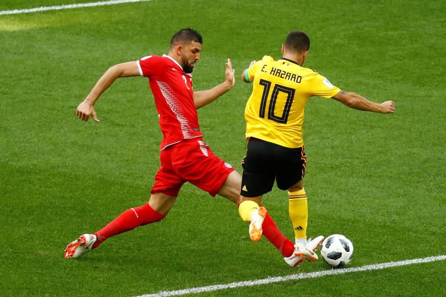 Eden Hazard da Bélgica é derrubado durante jogado por Syam Ben Youssef da Tunísia - 23/06/2018