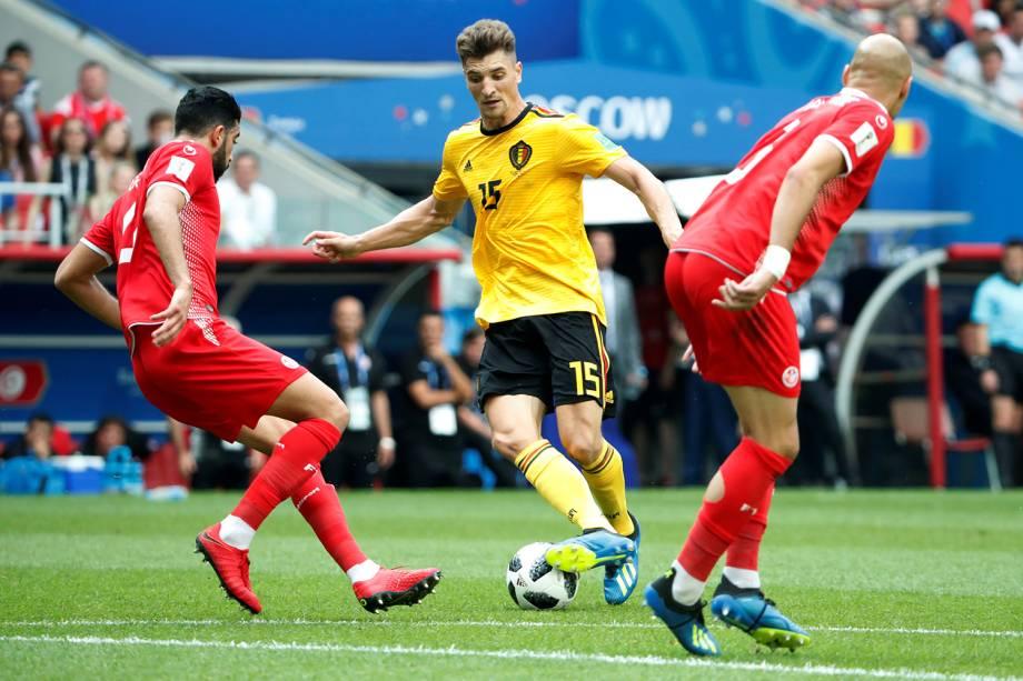 Thomas Meunier da Bélgica durante disputa de bola em partida contra a Tunísia - 23/06/2018