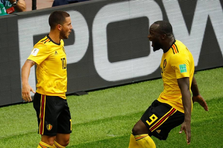 Eden Hazard da Bélgica comemora seu segundo gol com  Romelu Lukaku - 23/06/2018