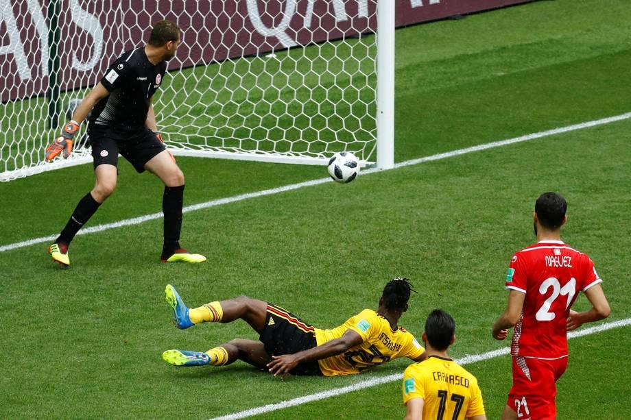 Michy Batshuayi da Bélgica marca seu primeiro gol durante partida contra a Tunísia - 23/06/2018