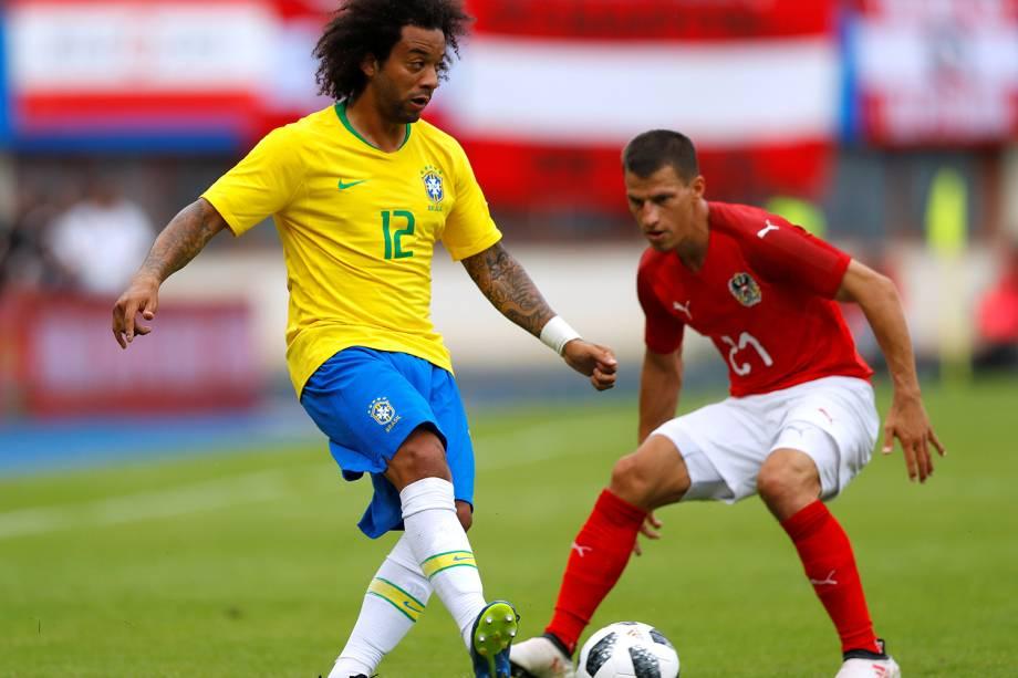 Marcelo (esq) e  Stefan Lainer (dir), durante partida amistosa entre Brasil e Áustria, realizada em Viena - 10/06/2018