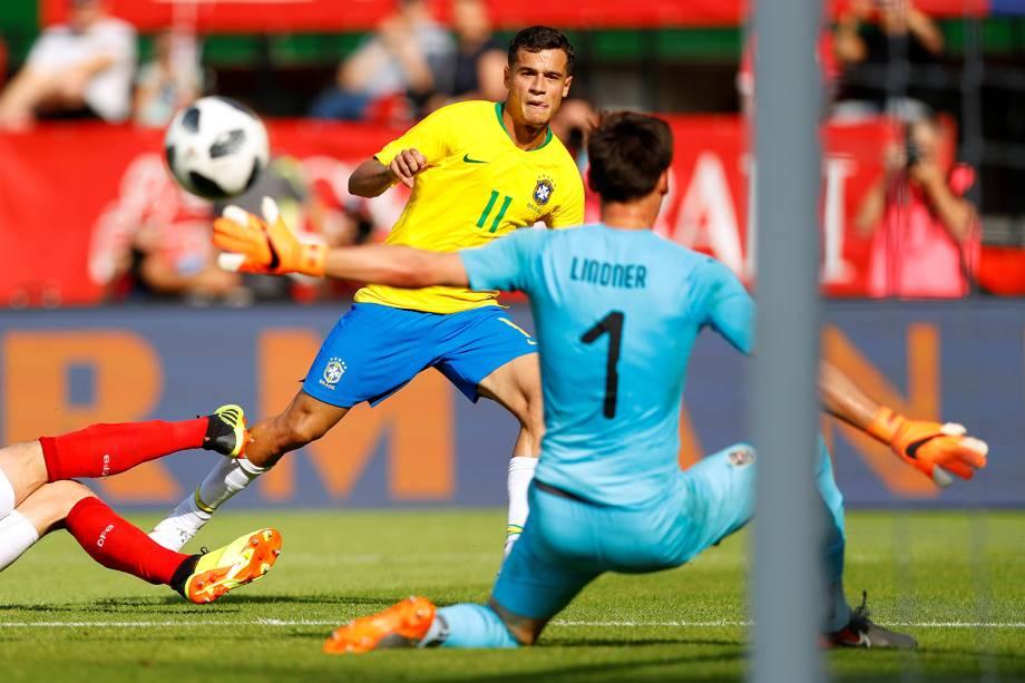 Philippe Coutinho marca o terceiro gol da Seleção Brasileira diante da Áustria, durante partida amistosa realizada em Viena - 10/06/2018