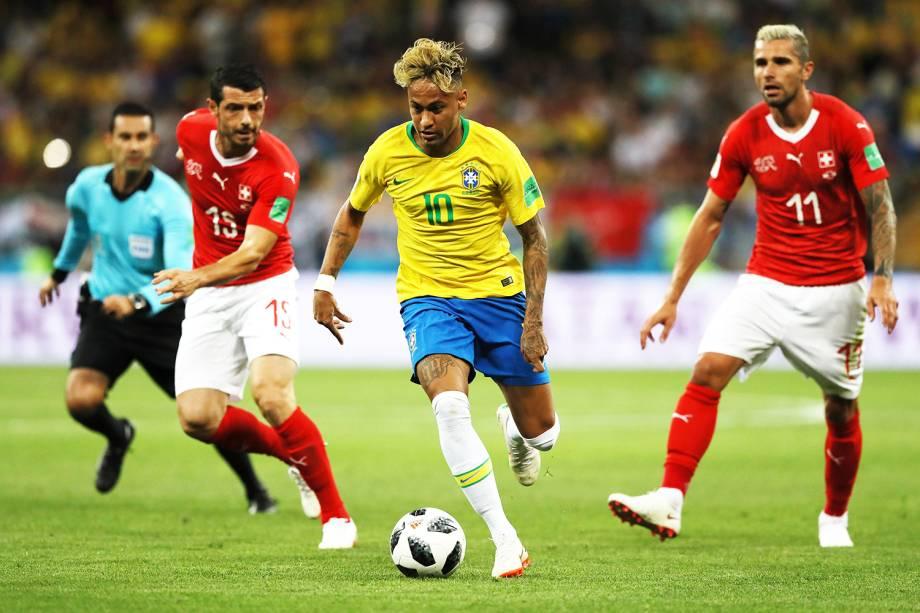 O jogador Neymar (centro), durante partida entre Brasil e Suíça, válida pelo grupo E da Copa do Mundo, realizada na Arena Rostov - 17/06/2018