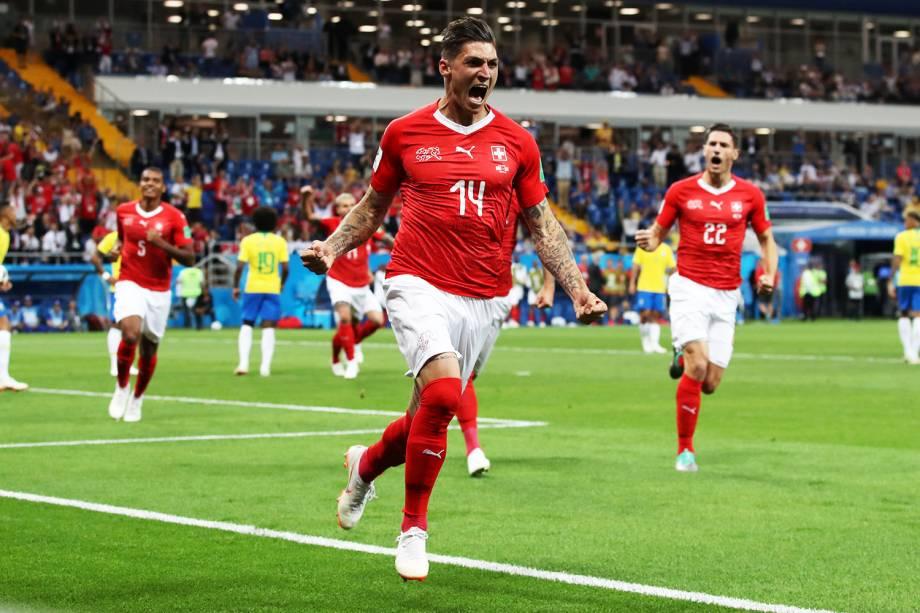 Steven Zuber comemora após marcar gol para a Suíça, durante partida contra o Brasil, válida pelo grupo E da Copa do Mundo da Rússia, realizada na Arena Rostov - 17/06/2018