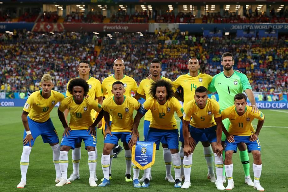 Seleção brasileira posa para registro antes de partida contra a Suíça na Arena Rostov - 17/06/2018