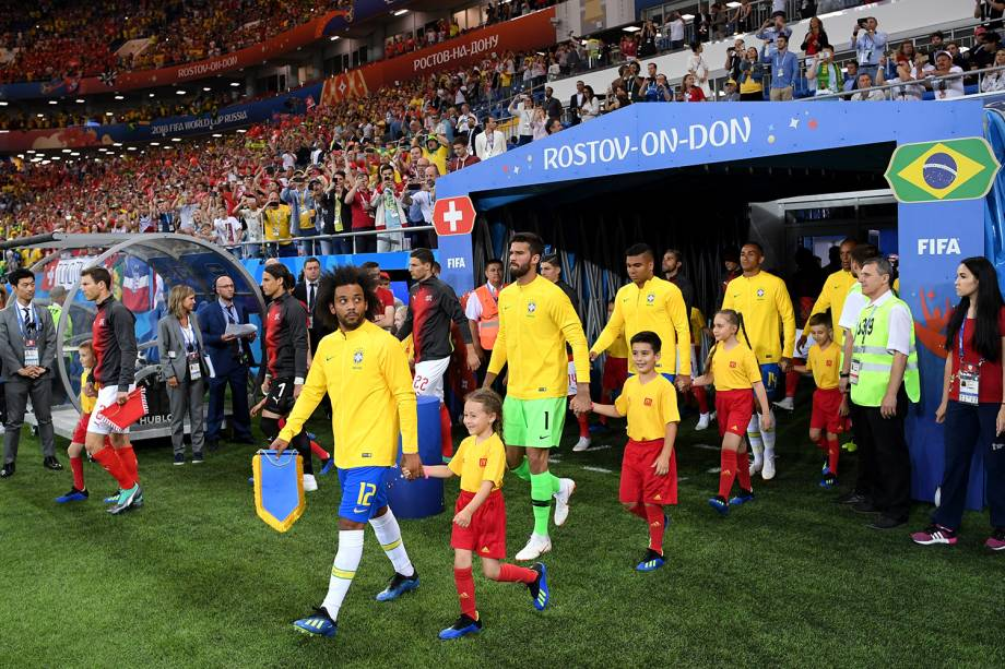 Brasil entrando em campo para disputa contra a Suíça na Arena Rostov - 17/06/18