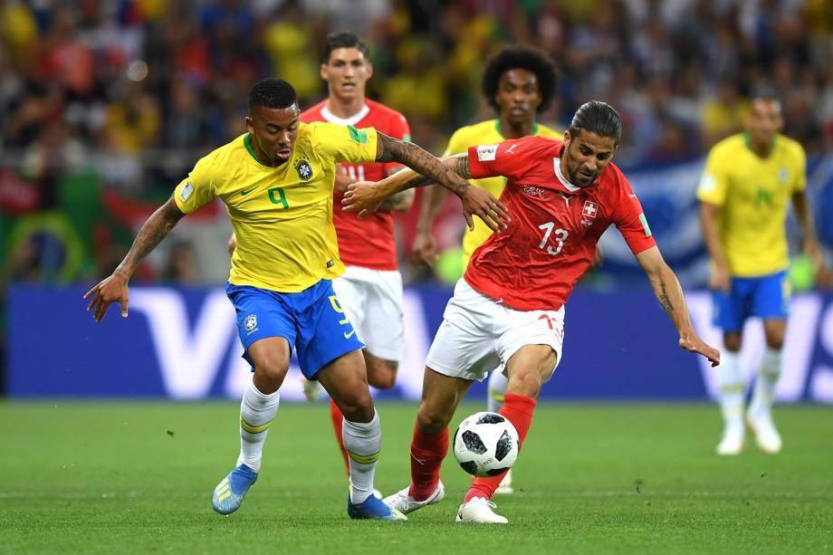 Gabriel Jesus disputa a bola com Ricardo Rodriguez da Suíça na Arena Rostov - 17/06/2018