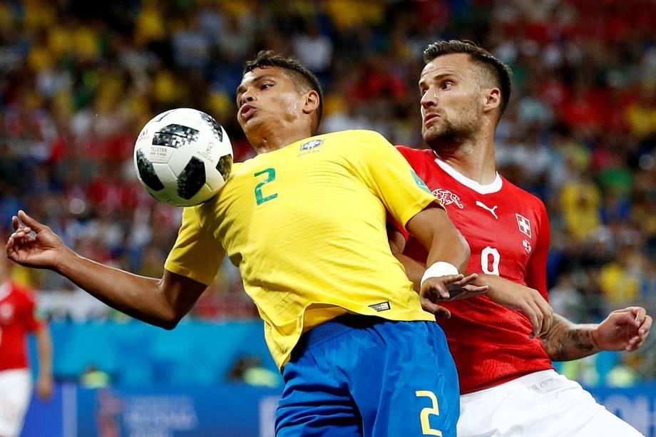 Thiago Silva durante jogada contra Damir Sagolj da Suíça na  Arena Rostov - 17/06/2018