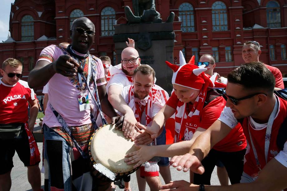 Torcedores poloneses se concentram na Praça Vermelha, em Moscou, antes de partida entre Polônia e Senegal - 19/06/2018