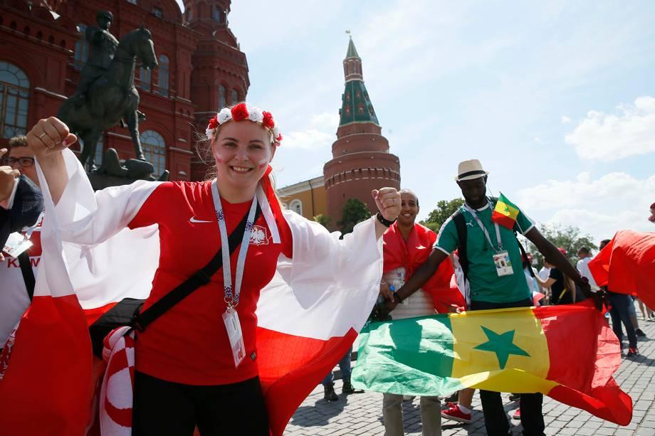 Poloneses e senegalenses se concentram na Praça Vermelha, em Moscou - 19/06/2018
